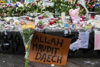 Memorial for terrorist attack victims, place de la République, Paris, November 20, 2015, Guillaume Payen/Zuma Press/Corbis