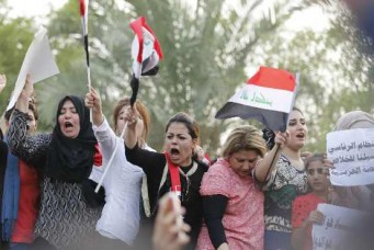 Protesters shout slogans against corruption, Tahrir Square, Baghdad, August 7, 2015. Thaier Al-Sudani/Reuters/Corbis