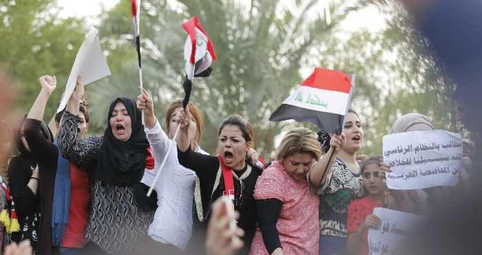 Protesters shout slogans against corruption, Tahrir Square, Baghdad, August 7, 2015. Thaier Al-Sudani/Reuters/Corbis