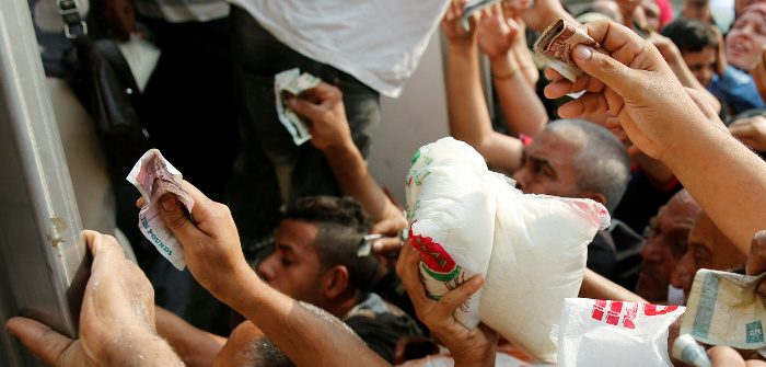 Egyptians scramble to buy government subsidized sugar in Cairo, Oct. 14, 2016. Amr Abdallah Dalsh/Reuters